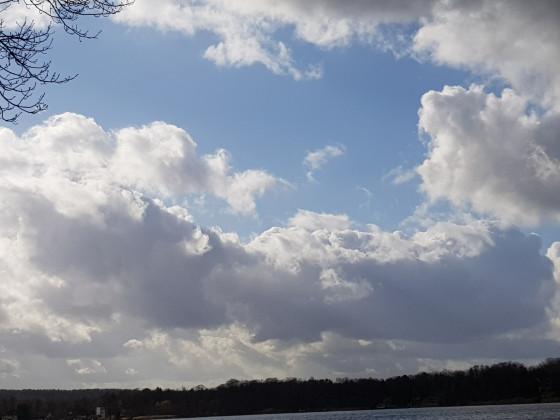 Mittelgroße Quellwolken (Cumulus mediocris)