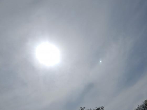 Sonne-Wolkenschleier