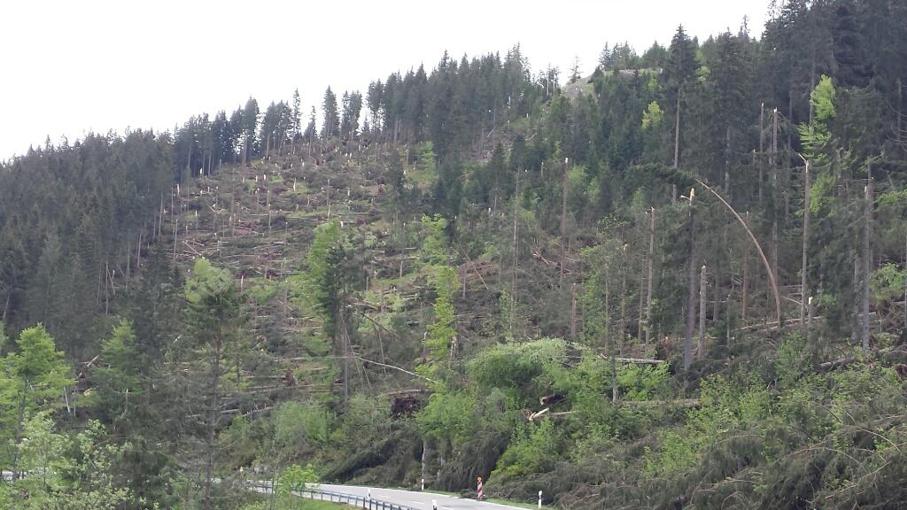 Bilder vom Tornado ohne Namen am 14.05.2015