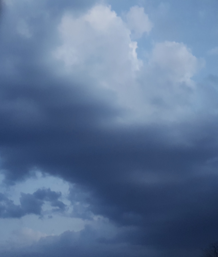 Dunkle Haufen Quellwolke